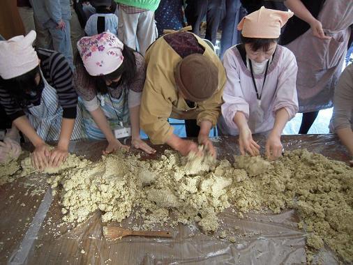 http://report.npo-egao.net/images/2009_1121_132157-DSCN4507.JPG